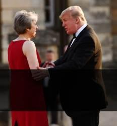 """""""메이, 내 말 안 듣는다 존슨이 훌륭한 총리감"""" 트럼프 英서 폭탄발언"""