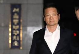 '별장 성접대' 의혹 윤중천, 성범죄 모두 무죄···사기 등 실형