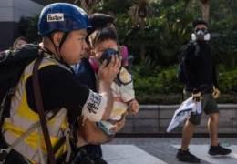 시내에 떼죽음 새 널렸다···홍콩 '다이옥신 최루탄' 공포