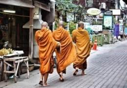 """""""부처님 육식하다 식중독 걸렸다"""" 고기 먹는 스님의 항변"""