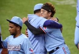 추신수 '뜨거운 안녕'···MLB 마지막 경기서 기습번트 안타