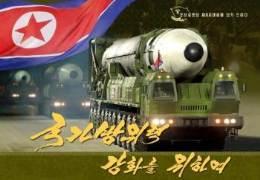 ICBM 쏘는 김정은 모습 자랑했다···63쪽 무기 화보집 낸 北