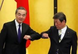 """왕이 """"센카쿠는 중국땅""""에 발칵···日 """"시진핑 오지마"""" 반발"""