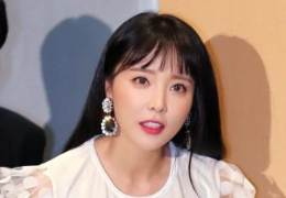 논문 표절 의혹 한 달 만에···방송가 '홍진영 지우기' 시작