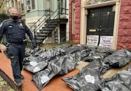 """""""꼼지락거려 27만 죽었다""""···美의원들 집앞 쌓인 시신 가방"""