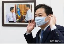 '서울 버리고 부산' 盧 닮아간다···권양숙도 걱정하는 김영춘
