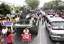 """속보""""미얀마 군경 또 시위대에 총격···여성 1명 사망했다"""""""