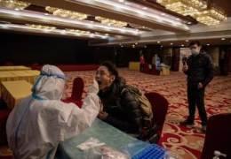 중국, 인권침해 논란에도 코로나 '항문 PCR 검사' 택한 이유