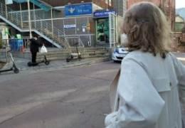 경찰서 앞 서성이던 러 여성···골목서 털어놓은 사연 '깜짝'