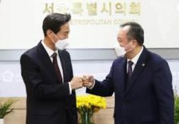 吳 내곡동 의혹 조사 이뤄질까···민주당 의원총회에 쏠린 눈