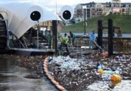 네덜란드 '상어 드론'이 싹 삼켰다···세계는 플라스틱과 전쟁