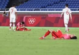 """""""테니스 스코어냐""""···은색 군번줄로 조롱당한 한국 축구"""