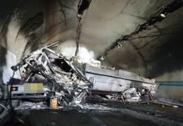 순천-완주 고속도로 다중추돌, 2명 사망···유독가스도 샜다