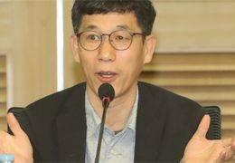 """진중권 """"내 보따리 내놔"""" 만평에 """"할머니 곰 취급, 사악"""""""