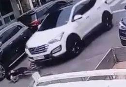 """""""애가 맞자 엄마는 액셀 밟았다"""" 자전거 탄 초등생 친 SUV"""