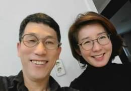 """""""그때 고맙다 인사차"""" 진중권, 집 방문 온 나경원과 인증샷"""
