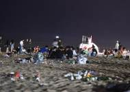 해변에 나뒹구는 '피티켓' … 쓰레기·고성방가·몰카 기승