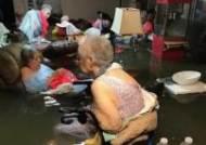 SNS에 공개된 물에 잠긴 美양로원 할머니들…3시간만에 구조