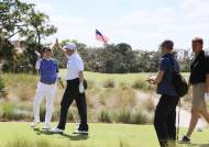 """""""트럼프앞에서 인생샷 쳤다"""" 아베,골프로 또 미국에 밀착"""