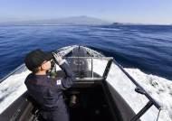 """""""긴급 잠항, 승조원 함수로"""" 외치자 십 수 명 몰려가…국내 첫 잠수함 장보고함을 타보니"""