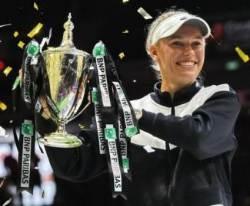 보즈니아키, 윌리엄스 꺾고 WTA 파이널스 우승