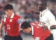 '라이베리아 대통령' 조지 웨아, 조국위해 사재 털었던 축구영웅