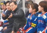 """남북 단일팀에 뿔난 2030…윤창중 """"문재인은 끝났다"""" 비판"""