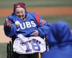 '100세 수녀님' 진 돌로리스, 시카고 컵스 홈 개막전 시구나서