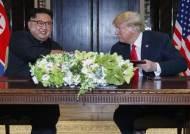"""트럼프""""김정은이 말하면 차려자세로 기립…나도 원해"""""""