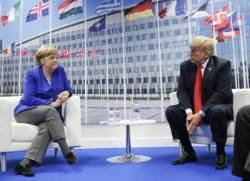 """트럼프 """"독일, 러시아의 포로"""" 망언···옆자리 켈리도 짜증"""