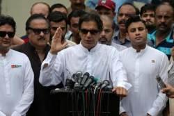 파키스탄 크리켓 영웅, 옥중 전 총리 누르고 집권하나