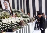 노회찬의 마지막 등원…동료 의원들 눈물 속 영결식