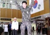목함지뢰로 다리잃은 김하사…의족으로 다시 '껑충'