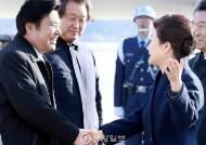 [정치 who&why] 박 대통령, 김무성은 3초 원유철에겐 35초 '공항인사'
