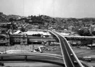 45년 만에 서울역고가 폐쇄,첫날은 무난했지만 내일부턴 교통체증 우려