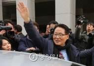 [속보] 박지원 의원직 유지…대법, 금품수수 혐의 파기 환송