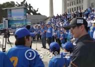 김종인, 총선 로고송 맞춰 '엉거주춤' 선사