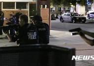 美 흑인 항의시위 격화...저격수 총격으로 경찰 5명 사망