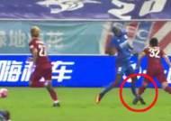 상하이 선화 뎀바 바, 중국프로축구 도중 끔찍한 부상…선수생명 위기