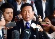 """검찰 출석한 신동빈 """"심려 끼쳐 죄송··· 검찰 수사에 성실히 협조"""""""