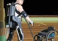 [라이프] 로봇 입고 성큼성큼…하반신 마비 20년 만의 기적