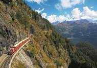 [커버스토리] 벼랑 따라 가는 아찔한 꼬마열차, 산골짜기엔 그림 같은 빙하 호수