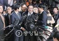 """안종범 """"지시받고 재단 설립""""···박 대통령도 조사받나"""
