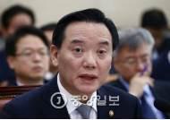 """김현웅 법무, 우병우 황제소환에 """"국민들 우려하실 사진…나도 수사보고 안받아"""""""