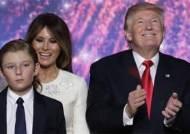 54년만에 백악관에 들어가는 '퍼스트 선'