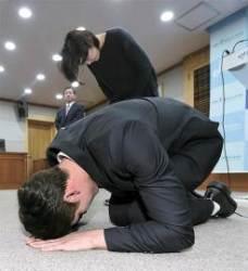 박 대통령 손 안 잡은 김연아, 왜 그랬는지 알겠네