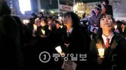 """[청춘리포트] 촛불 든 10대 """"정치는 어른들만 하나요"""""""