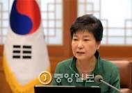 """박 대통령 """"탄핵안 가결돼도 헌재 결정 지켜보며 담담히 갈 각오"""""""