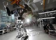 [J가 타봤습니다] 키 4m짜리 국산 로봇…내 동작따라 주먹이 움직이네