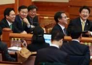 """'최종변론' 채비 마친 국회 측...권성동 """"박 대통령 안나올 것"""""""